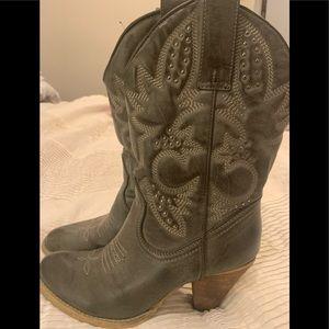 Very volatile grey cowboy boots